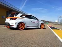 Vidéo : Seat Leon Cupra JE Design aussi rapide qu'une Aventador