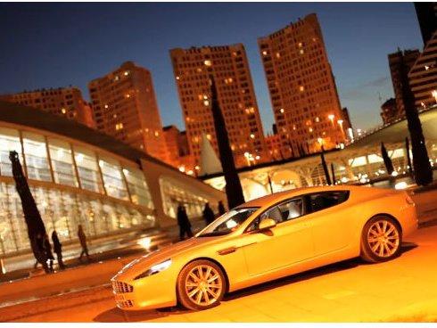 [vidéo] Stars come out at night par Tim Hahne avec Aston Martin Rapide