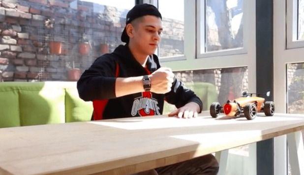 Vidéo: avec votre poignet votre miniature sera comme une grosse