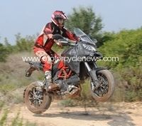 La Ducati Stradaperta s'envoie en l'air...