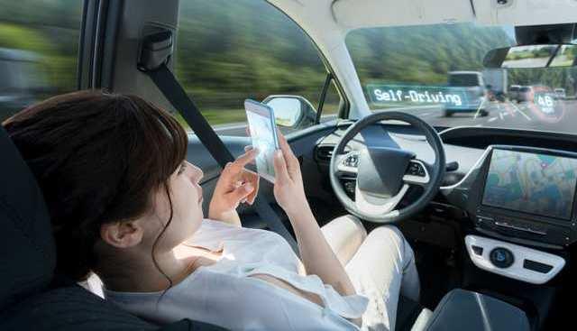 Voiture autonome : va-t-on pouvoir réellement faire autre chose que surveiller la route ?