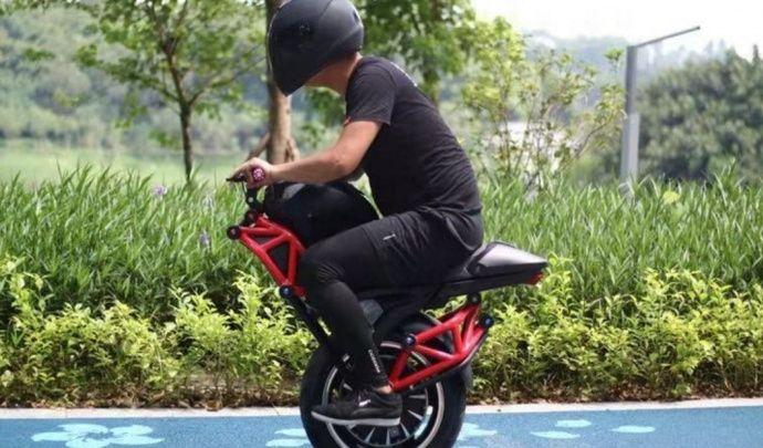 Un engin monoroue électrique au look de Ducati Monster à vendre sur Alibaba