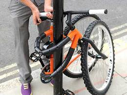 Design : le vélo pliant qui fait aussi office d'antivol
