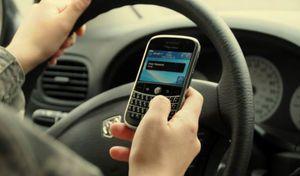 Le portable au volant est dangereux mais on l'utilise quand même
