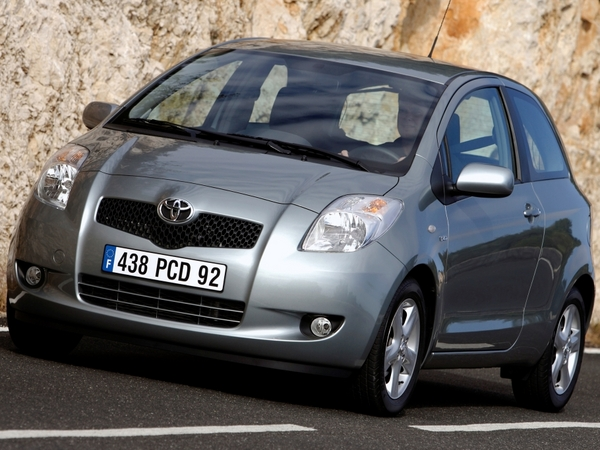 voiture d occasion toyota yaris en france. Black Bedroom Furniture Sets. Home Design Ideas