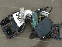 Un policier survit miraculeusement à un terrible crash au volant de sa voiture