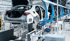 Voiture électrique : le patron de Mercedes demande un débat sur l'emploi