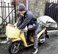 Economie - Peugeot et La Poste: Le scooter de la discorde