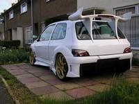 Une Clio qui en a gros... sous le capot !