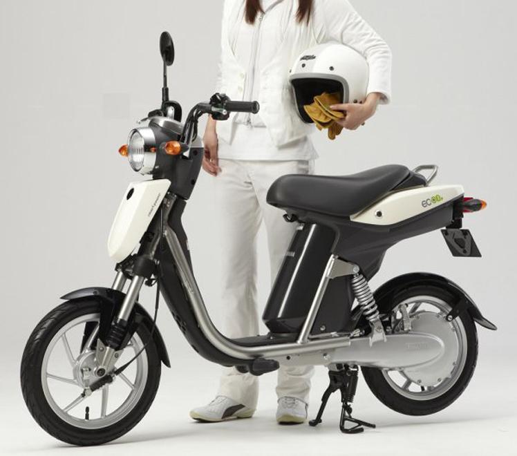 le nouveau deux roues lectrique yamaha va sortir au japon. Black Bedroom Furniture Sets. Home Design Ideas