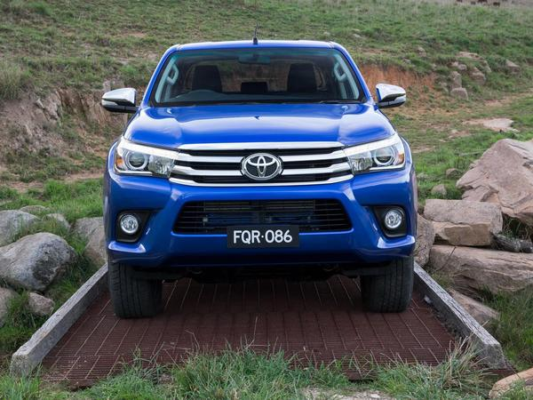 voici le nouveau toyota hilux. Black Bedroom Furniture Sets. Home Design Ideas