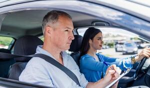 Permis de conduire: dans quels départements peut-on s'inscrire à l'examen en ligne?