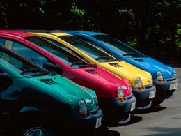(Minuit chicanes) Quel artiste contemporain se cache derrière la Renault Twingo 1ère génération?