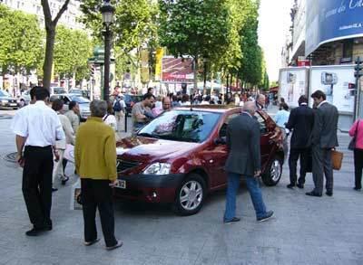 Dacia Logan, une étoile est née  sur les Champs-Élysées
