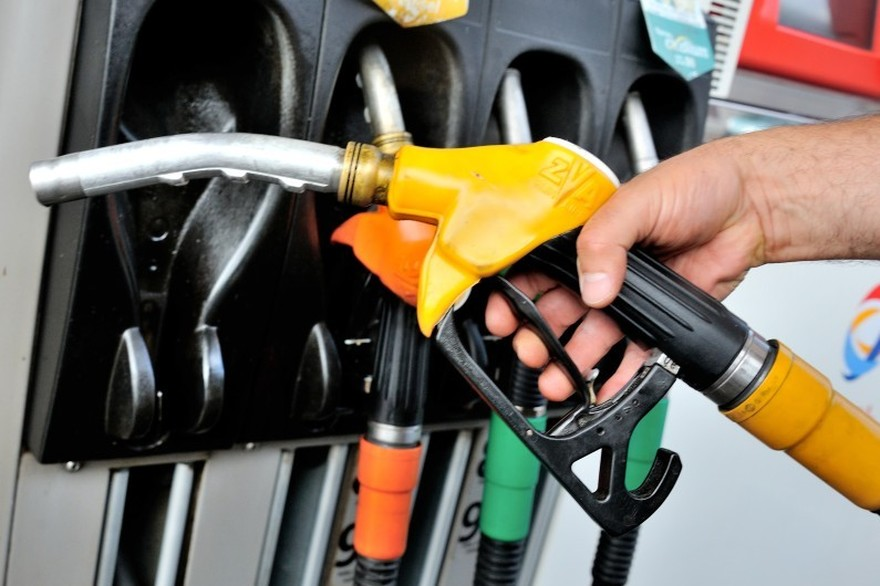 Carburants : pourquoi les prix flambent