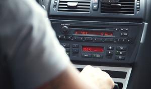 Écouter du rock au volant rendrait la conduite plus agressive