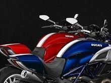 En direct de Cologne: Les nouvelles tenues de sport des Ducati Diavel et Superbike