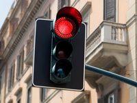Feux rouges grillés: 3 780 automobilistes flashés en un an à Paris