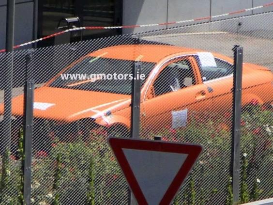 Spyshot : le Mercedes Coupé Classe C passe au crash-test