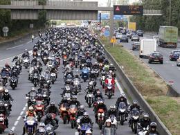 Sécurité routière : une manifestation en masse contre les dernières mesures gouvernementales