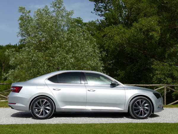 La Skoda Superb arrive en concession : supertanker tchèque