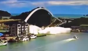 Un pont s'effondre à Taïwan