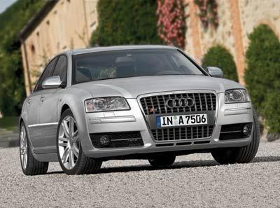 Audi S8 : de la puissance brute dans un gant de velours