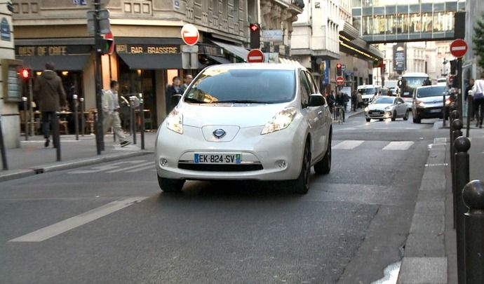 vid o la nissan leaf jusqu 39 la panne combien de kilom tres peut on faire en une seule charge. Black Bedroom Furniture Sets. Home Design Ideas