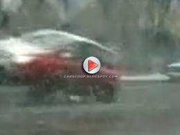 [Vidéo] Nid de poule géant sur une route en Russie