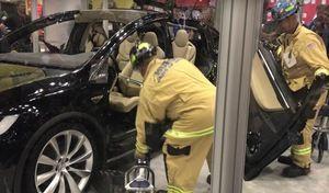 Voici comment découper un Tesla Model X pour en extraire ses occupants