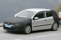Future Volkswagen Golf VI en balade dans les Alpes