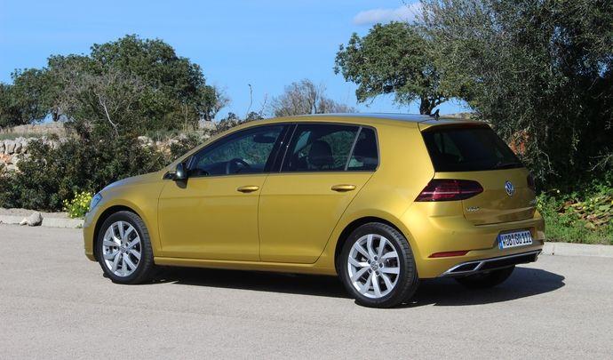 Volkswagen : la Golf qui peut rouler moteur éteint en approche