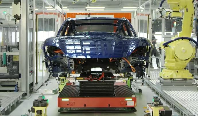 La production de la Porsche Taycan immortalisée en vidéo