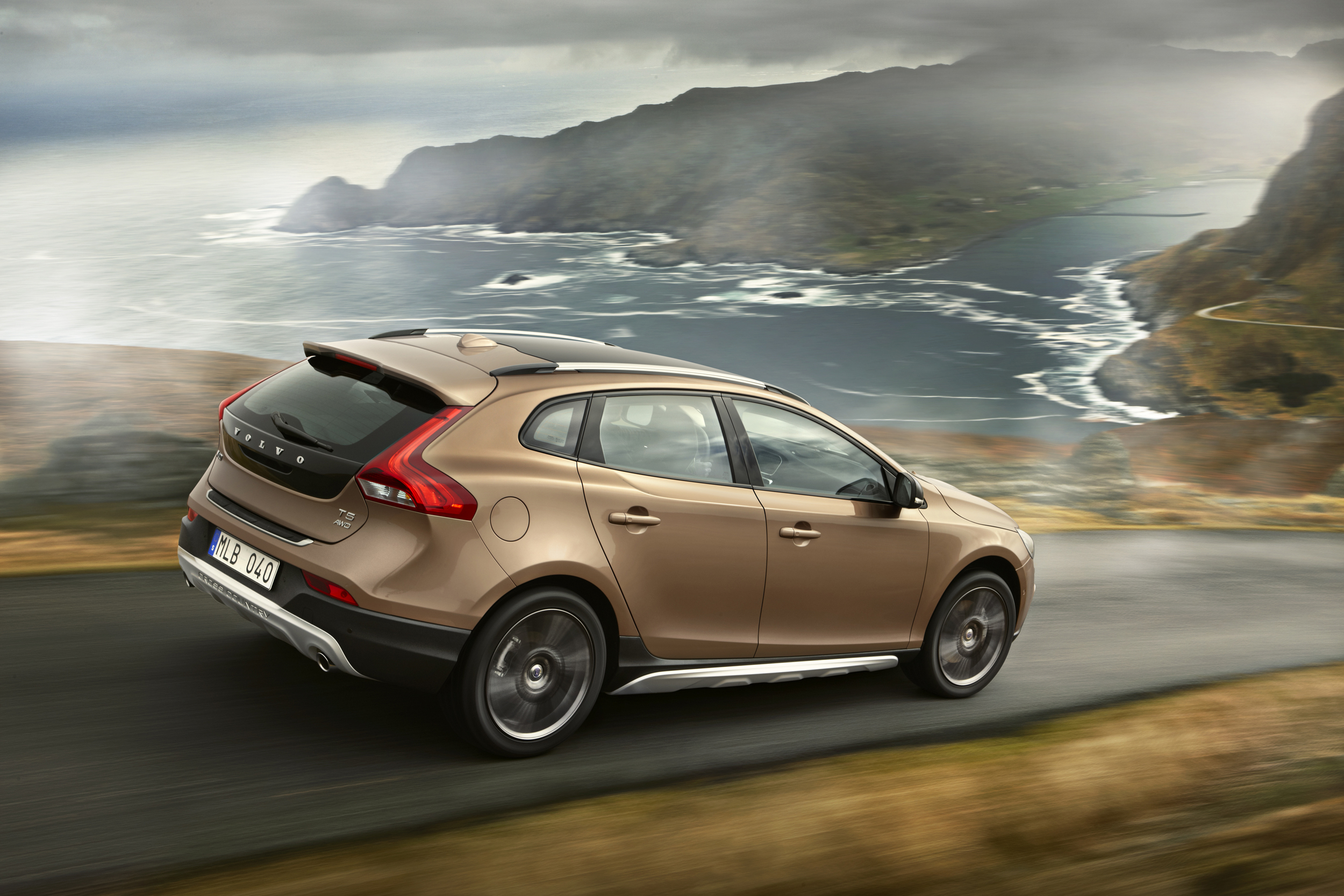 mondial de paris 2012 nouvelle volvo v40 cross country. Black Bedroom Furniture Sets. Home Design Ideas
