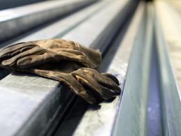 PSA: menace de licenciement pour une paire de gants