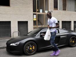 L'Audi R8 de Mario Balotelli (et ses jolies chaussures)