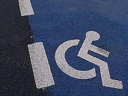 Paraplégique, un américain vole une voiture dans une concession