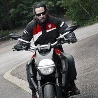 Insolite - Ducati: Keanu Reeves est possédé par le Diavel