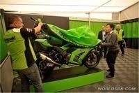 Kawasaki ZX-10R 2011 : Première sortie officielle de la version Superbike en vidéo