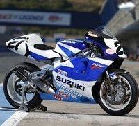 Johann Zarco sur une Suzuki d'usine... à la Sunday Ride Classic.