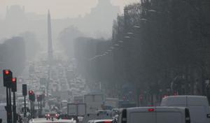 Pollution automobile: Anne Hidalgo porte plainte contre l'Europe
