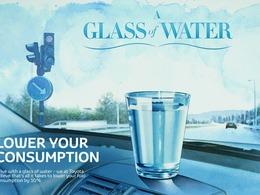 """Toyota : """"Conduisez comme si vous aviez un verre d'eau sur le tableau de bord"""""""