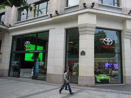 Reportage au showroom Toyota sur les Champs-Elysées : modèles de série et prototype hybrides au Rendez-Vous !