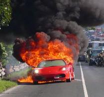 Entre fausse info et fausse élucubration du jour: une Ferrari F430 en feu sur l'A86