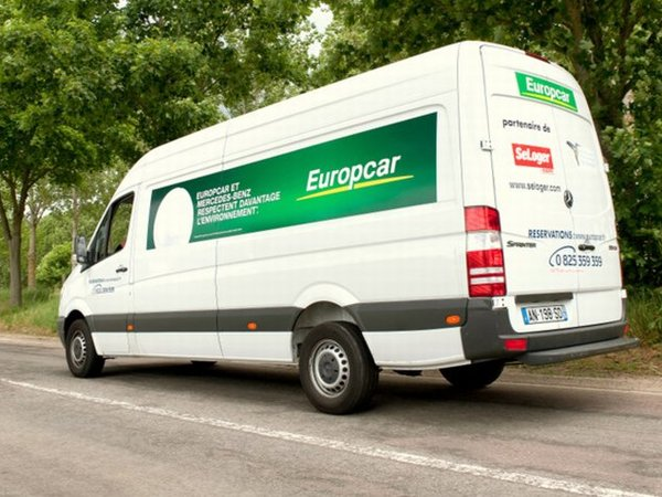 utilitaire moins polluant europcar adopte les mercedes benz sprinter eev. Black Bedroom Furniture Sets. Home Design Ideas
