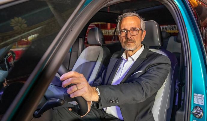 """Interview de Thierry Lespiaucq (président du groupe VW France) - """"On ne revient pas en arrière quand on a goûté à l'électrique."""" - Salon Caradisiac 2021"""