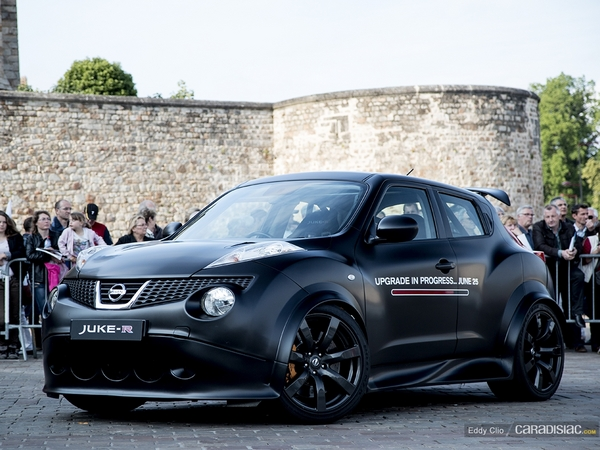 photos du jour nissan juke r parade des pilotes du mans. Black Bedroom Furniture Sets. Home Design Ideas