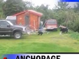 [Vidéo] Il sauve un bébé ours avec son Ford Super Duty