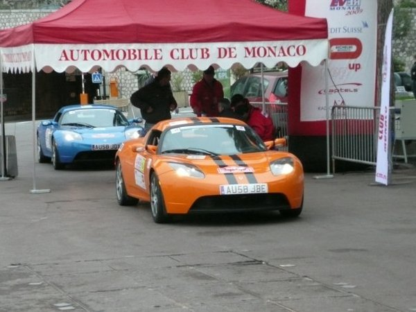 Record : 386.7 km d'une traite en Tesla Roadster