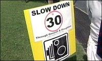 Angleterre : des villageois installent de faux panneaux